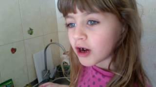Валерия печет хлебушек в хлебопечке