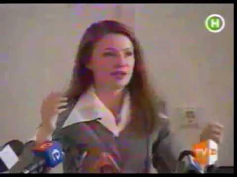 Yulia Tymoshenko unbraids her hair