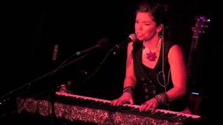 """Mary Jennings Performs An Original, """"Love You Best"""""""