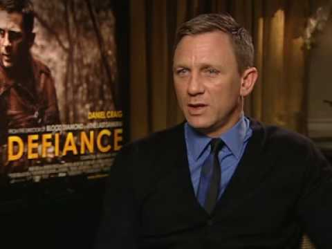 Daniel Craig, Liev Schreiber and Jamie Bell star in Defiance