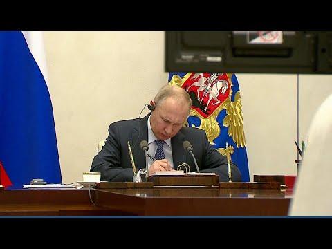 Президент России принял участие в экстренном саммите G20, который прошел в формате видеоконференции.