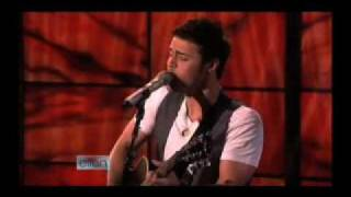 "American Idol Winner Kris Allen Performs ""Heartless"" Acoustic"