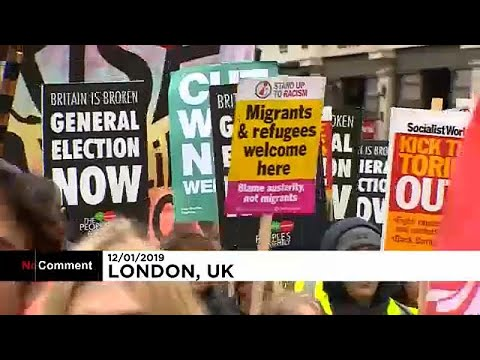 اشتباكات في لندن بين متظاهري اليمين المتطرف واليسار خلال مسيرات مستوحاة من حركة السترات الصفراء…  - 22:53-2019 / 1 / 12
