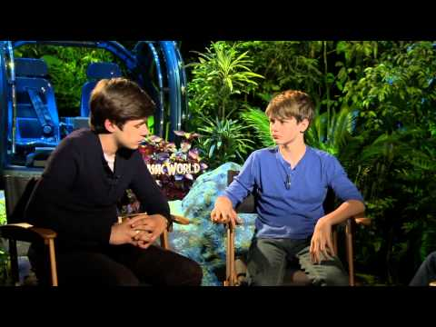 Jurassic World: Nick Robinson & Ty Simpkins Official Interview
