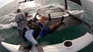 Zwergensegelmotivationsvideo - Windrider 17 in tropical waters