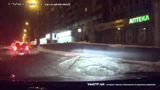 29.01.2016 Пенза.  Водитель скорой потерял габарит авто на перекрестке