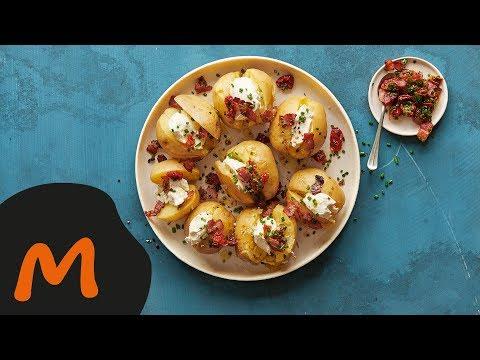 pommes-de-terre-en-robe-des-champs-avec-cantadou,-lard-et-tomates-–-recette-migusto