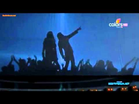 Shahrukh shadow dancing Suraj Hua Maddham