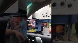 Parah!!! BRV berhenti krn truk depan mutar. Dihantam bus dari belakang.