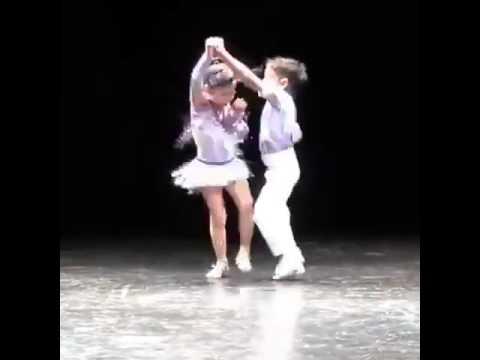 ดูสิ เด็กเต้นลีลาศ เก่งมาก
