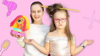 Саша учит Богдану расчесываться | Делаем прически куколкам L.O.L Surprise!