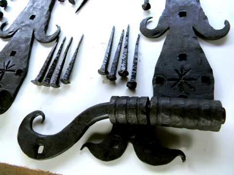 Образец, как можно сделать настоящие кованые петли для ворот из дерева,  самодельные петли ковка