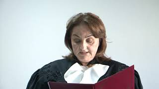 Судья Сухумского городского суда Белла Хасая зачитывает решение по иску требования Л. Лакербая