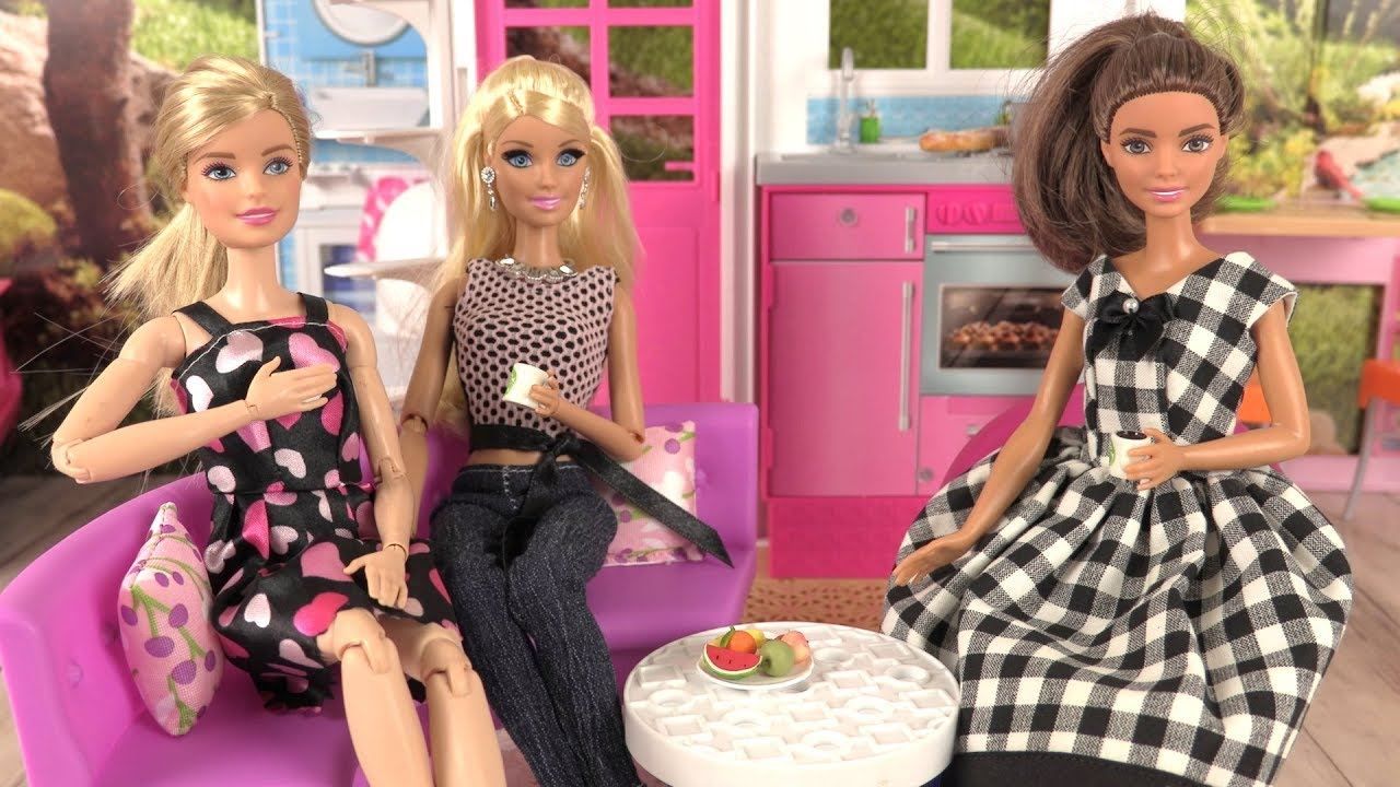 barbie histoires de poup es la robe de mickella voiture et scooter youtube. Black Bedroom Furniture Sets. Home Design Ideas