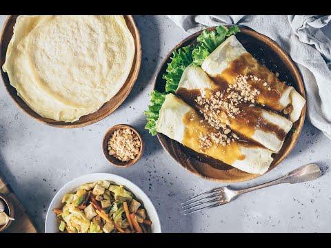 FRESH VEGETABLE SPRING ROLL with PEANUT SAUCE (LUMPIANG SARIWA)Filipino food