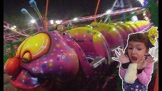 Lunaparkta Eğlenceli oyunlar, Tırtıl, motor yarışı, köpek balığı, Gondol,