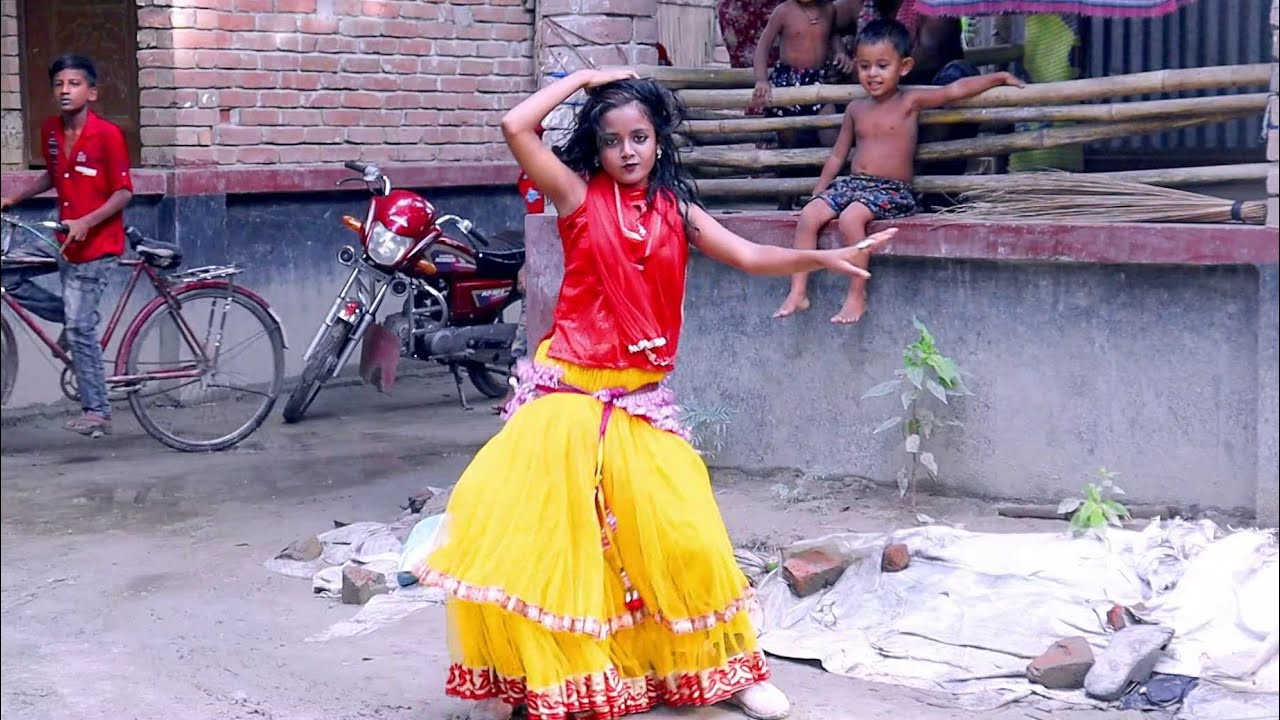 Mobile a Dake Biyai | মোবাইলে ডাকে বিয়াই | Bangla New Wedding Dance Performance | Juthi