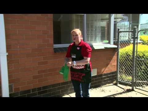 How to Clean Windows - D.I.Y. at Bunnings