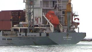 Sandwig Cargo Ship With Lifeboat Rescue Pod