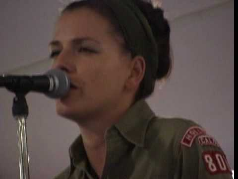 "Shivaree ""Goodnight moon"" live @ showcase fnac 2002"