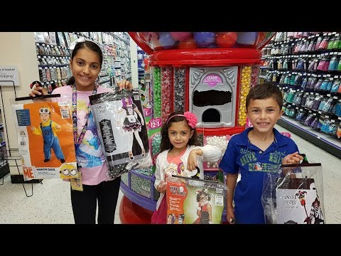 Shopping for  Halloween customs !!! Family Fun vlog