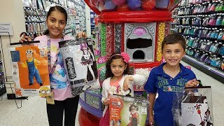 SHOPPING FOR HALLOWEEN COSTUMES!!! Family Fun