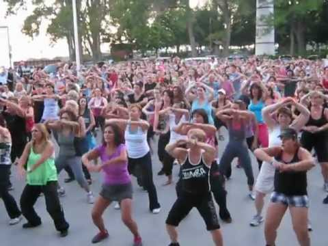 Outdoor zumba in lachine youtube for Zumba exterieur lachine