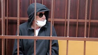 """Суд отправил под домашний арест актера Михаила Ефремова по делу о """"пьяной"""" смертельной аварии."""