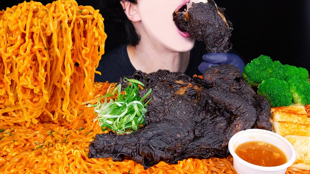 ASMR BLACK FRIED CHICKEN CHEESY SPICY FIRE NOODLES MUKBANG 치킨 치즈불닭볶음면 먹방 チキン 咀嚼音 ayam EATING SOUNDS