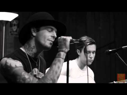 1029 The Buzz Acoustic Session: The Neighbourhood  Female Robbery