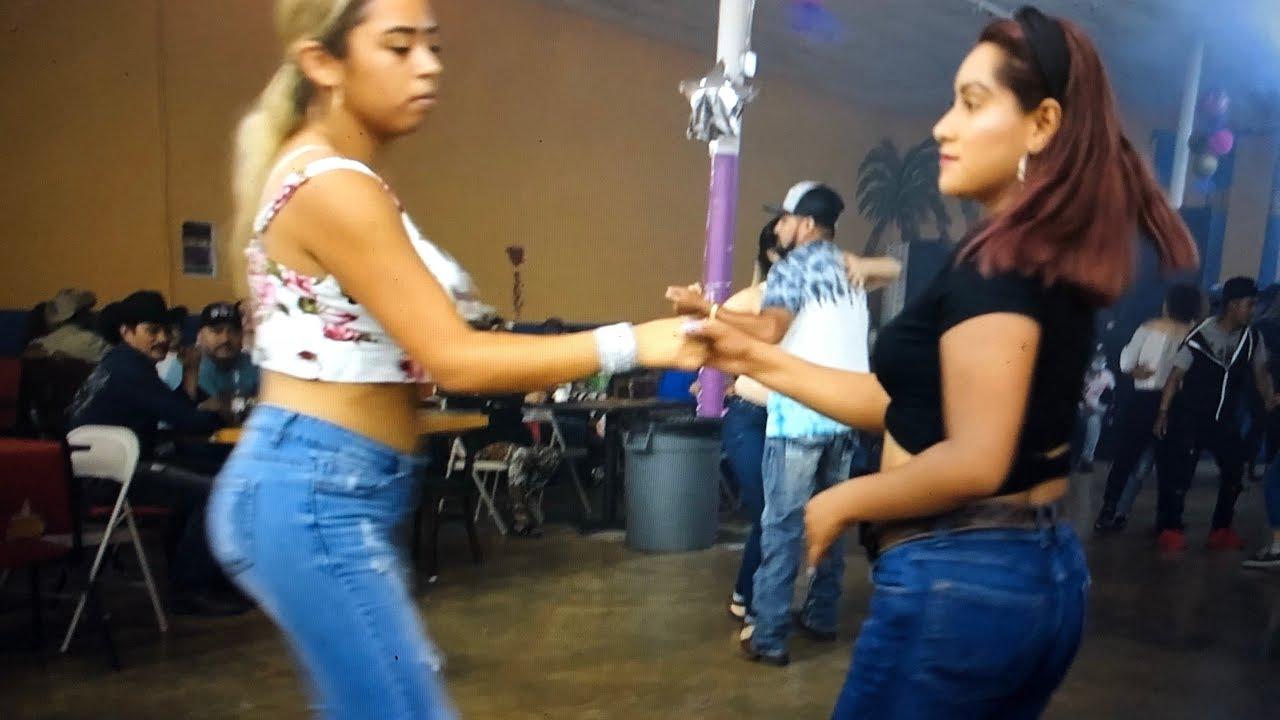 a bailar con El Famoso Nacho el Cantante del Moño colorado! Acompañado por los 4 de Nuevo León
