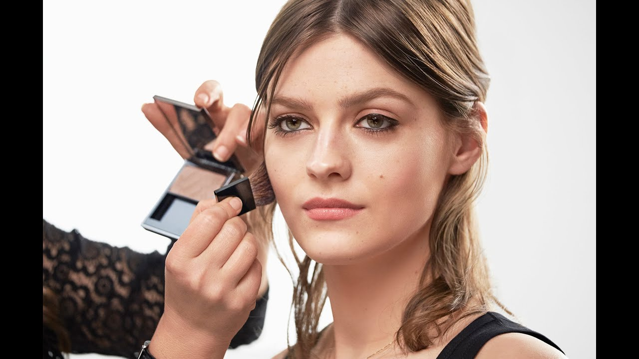 93dd518881be Burberry Make-up Tutorial  How to do a Cat-eye Look using Burberry Cat  Lashes Mascara