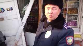 Беспредел полиции Казахстан Степногорск ГАИ ДПС(В городе Степногорск машина въехала в ларек. После того как я подошел снять, беспредел инспектор полиции..., 2012-11-22T11:42:45.000Z)