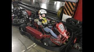 Дочка в 6 лет впервые садится за руль