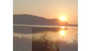 北海道で撮影した夕日と夕暮れに浮かぶ月画像に、カラオケを乗せてみま...