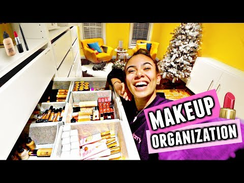 HUGE MAKEUP DECLUTTER!💄🗑️ Organize my makeup with me! Mp3