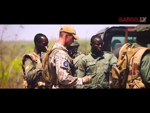 Aizsardzības ministrs Raimonds Bergmanis vizītē Mali tiekas ar tur dienošajiem karavīriem