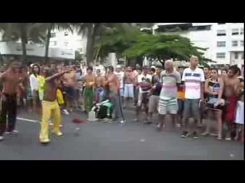 CAPOEIRA EN COPACABANA - RIO DE JANEIRO