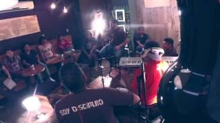 Sesióon Acustica grabada en vivo en ONCE CAFE el 20 de Junio de 2015.