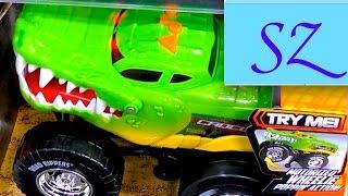 Машина Крокодил в магазине и инструменты для юного строителя