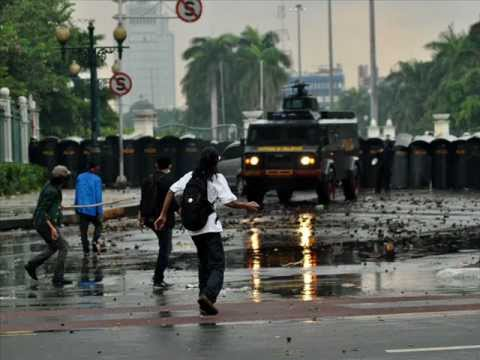 Slank Anarki Di RI (DEMO KENAIKAN BBM INDONESIA 2012).wmv