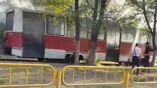 Около 108-й школы загорелся трамвай