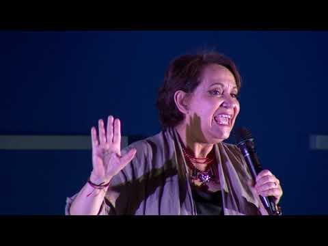 Luces, cámaras... sueña | Adriana Barraza | TEDxBarriodelaEstacion