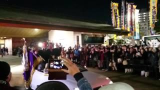 2016年大相撲一月場所を優勝した琴奨菊関の優勝パレード出発の様子です...