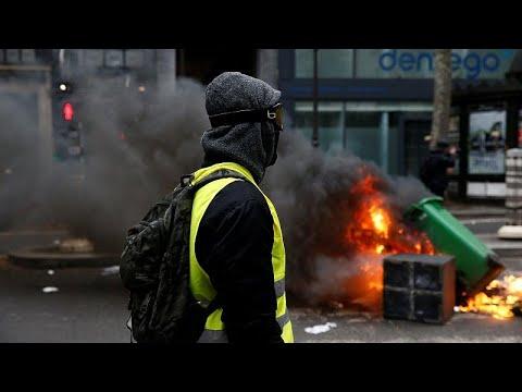 La Polic�a francesa lanza gases lacrim�genos contra los † chalecos amarillos †
