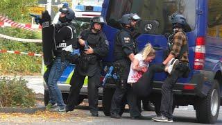 Bedrohungslage in Gymnasium SEK rettet Geiseln Polizeigroßübung in Bornheim