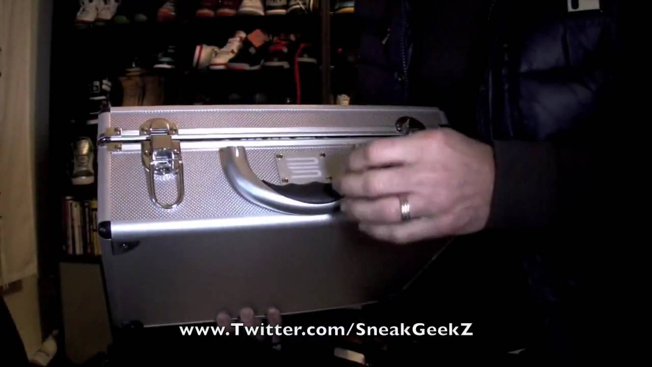 buy popular 3b243 9fc50 Nike Air Jordan Retro 1 25th Silver Anniversary SneakGeekZ   128 - YouTube