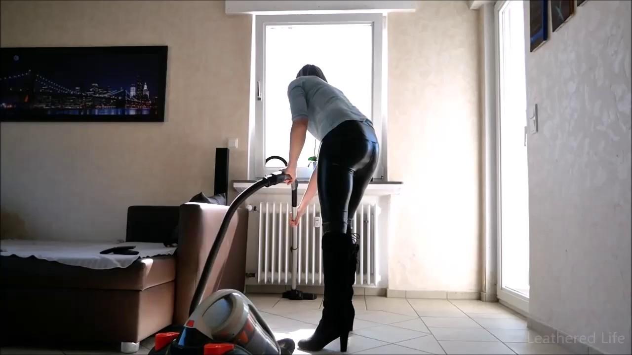Kate 52 - Vacuum Cleaner and Wetlookleggings