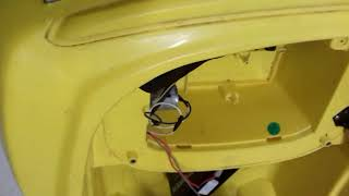 LM assistência técnica consertando carrinho camaro da Bandeirantes
