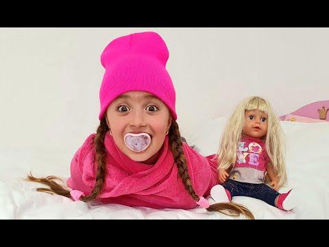 Доминика учит куклу БЕБИ БОН как быть МАЛЫШОМ